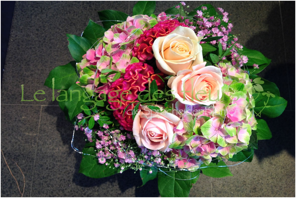 Flower Delivery Munich, Bouquet of creme roses