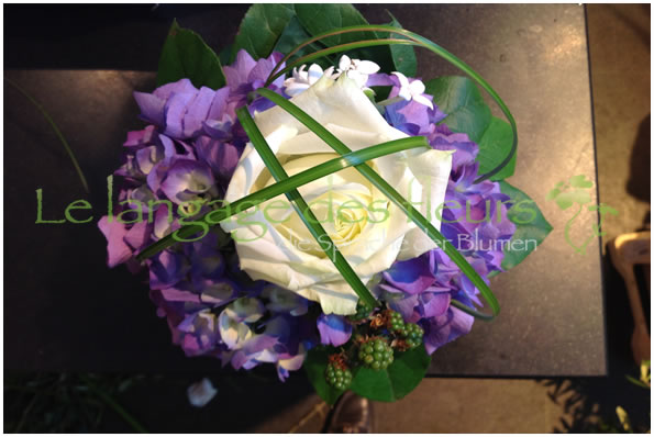 Flower Delivery Munich, Bouquet white roses and purple Hydrangea